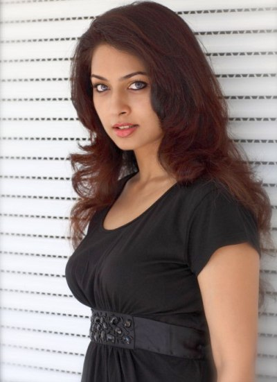 Pooja umashankar black dress photos