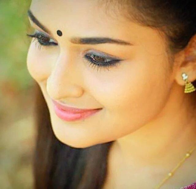 Prayaga martin eye photos