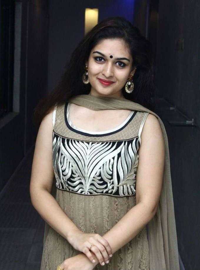 Prayaga martin night photos