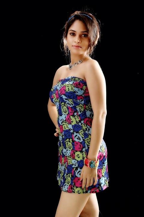 Actress sanyathara smile pose hd wallpaper