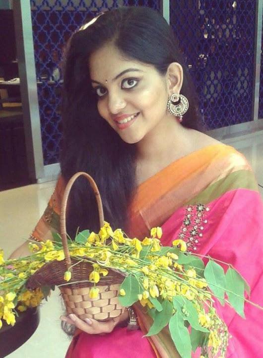 Ahaana krishna rose color saree fotos