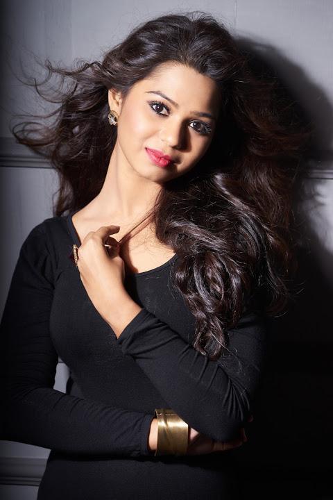 Aishwariya black color dress glamour wallpaper