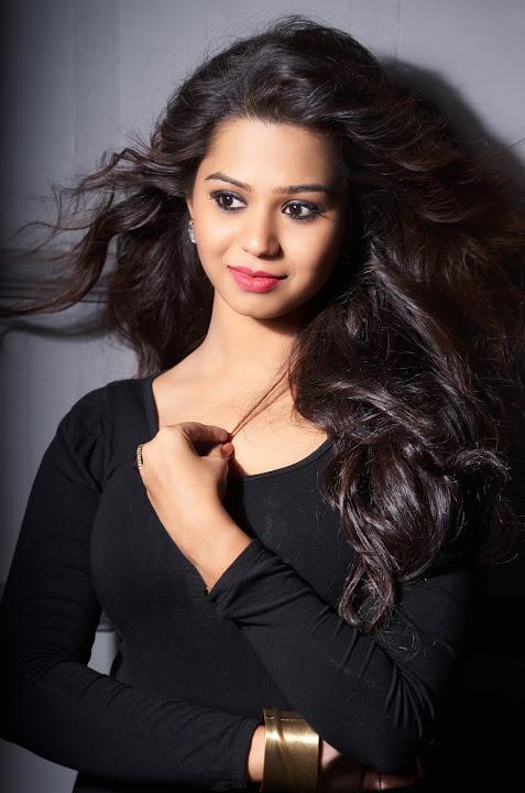 Aishwariya black color dress photoshoot image
