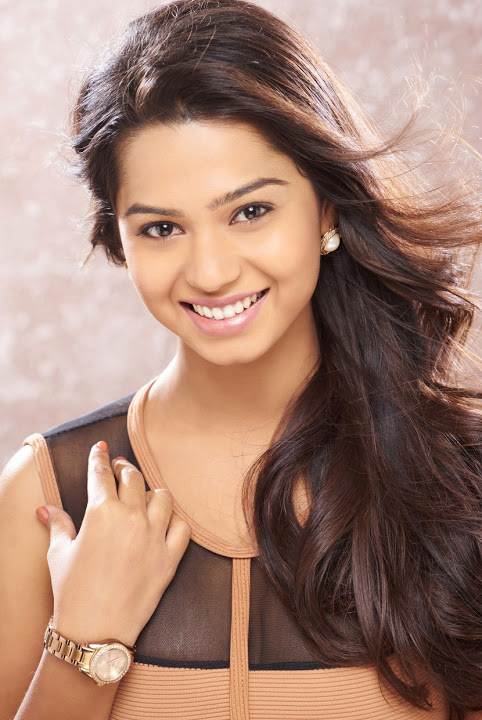 Aishwariya gray dress smile pose gallery