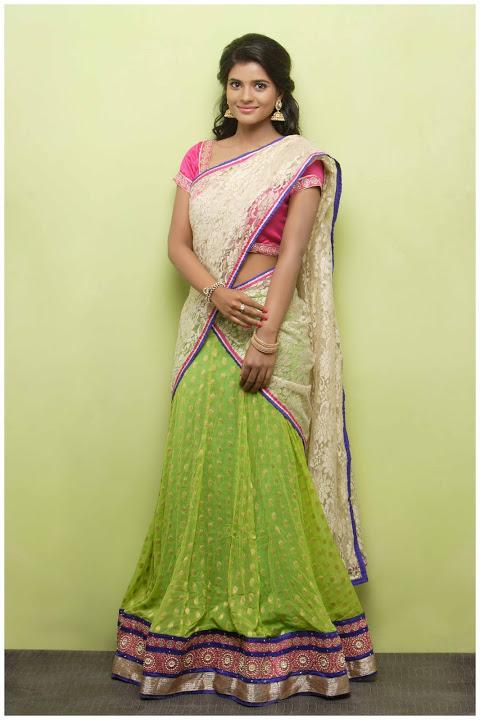 Aishwarya rajesh half saree wallpaper