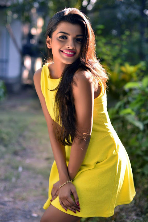 Ashna zaveri yellow color dress fotos