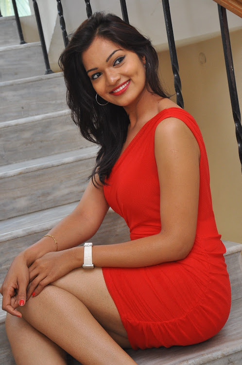 Ashwini red dress cute fotos