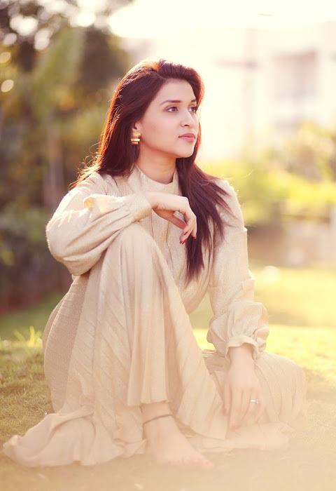 Mannara chopra white dress desktop pictures