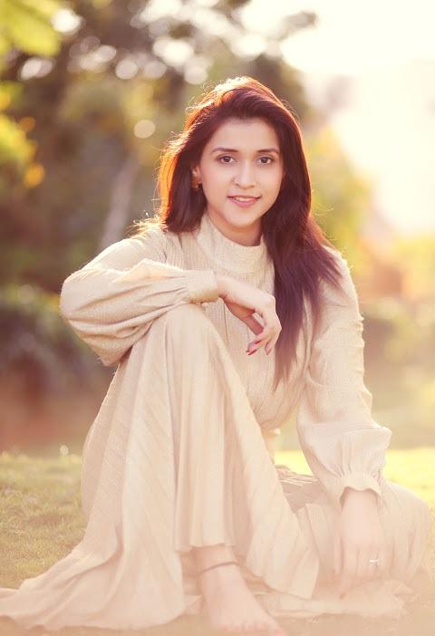 Mannara chopra white dress wide fotos