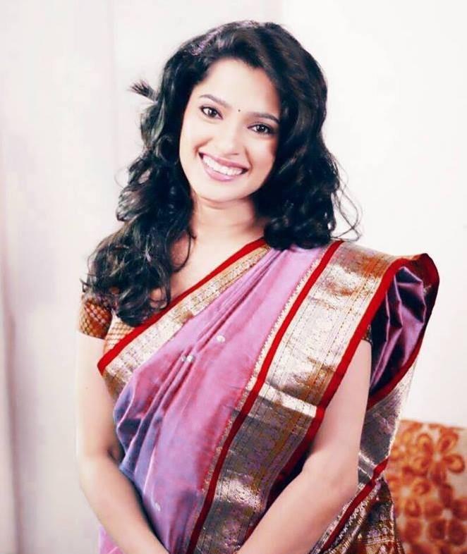 Priya bapat saree pictures