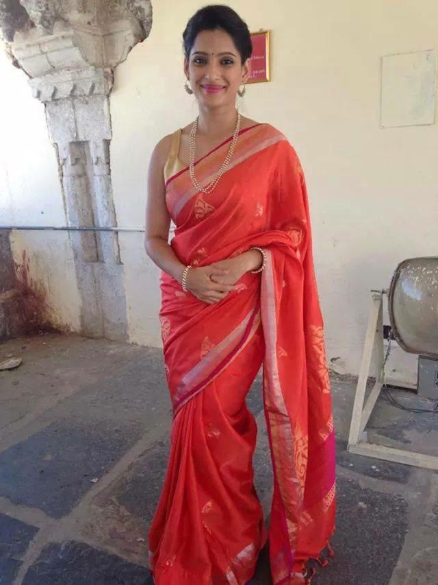 Priya bapat saree wallpapers