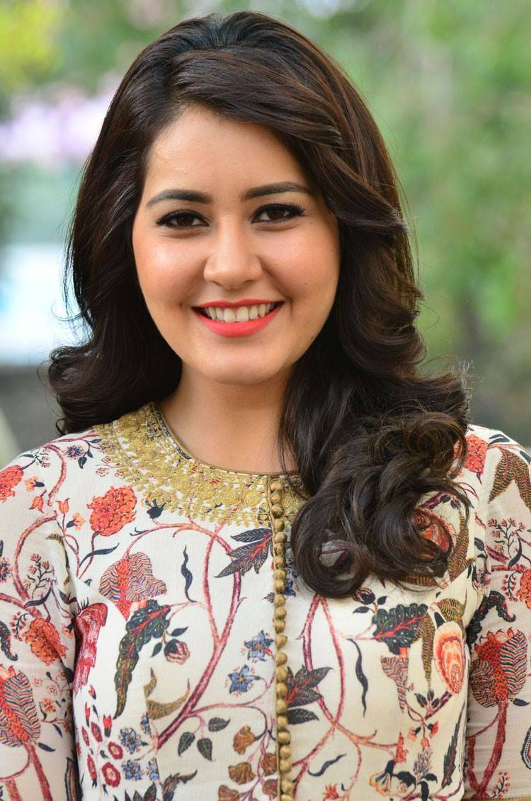 Raashi khanna face pictures