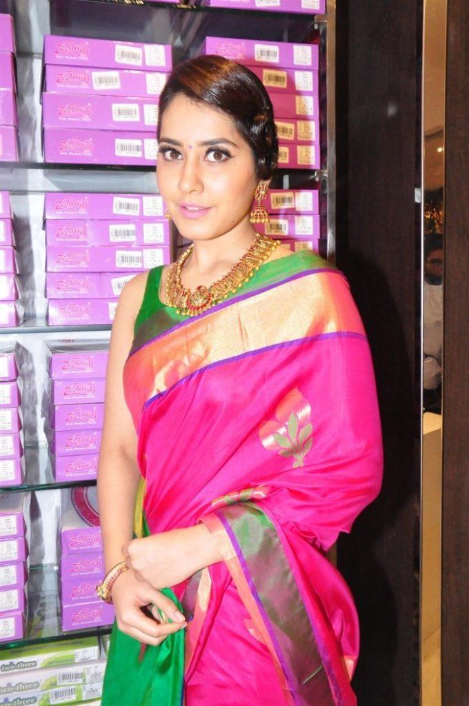 Raashi khanna saree photos