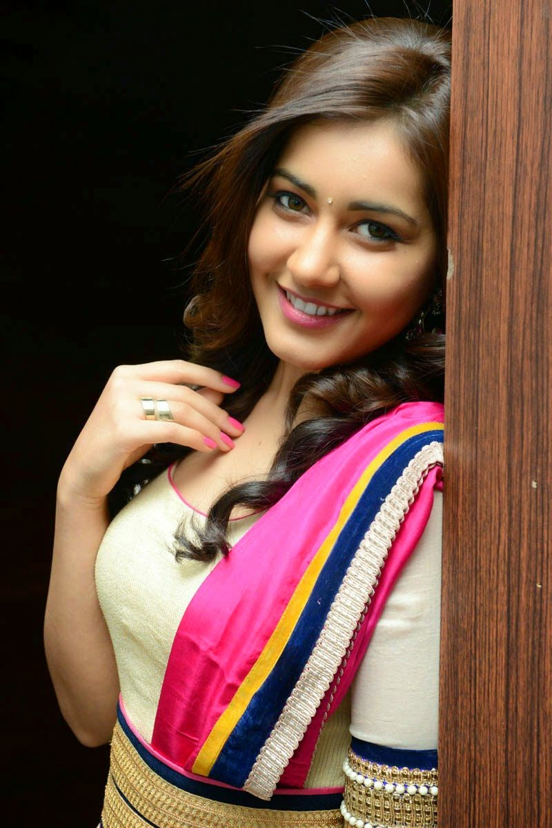 Raashi khanna smile photos