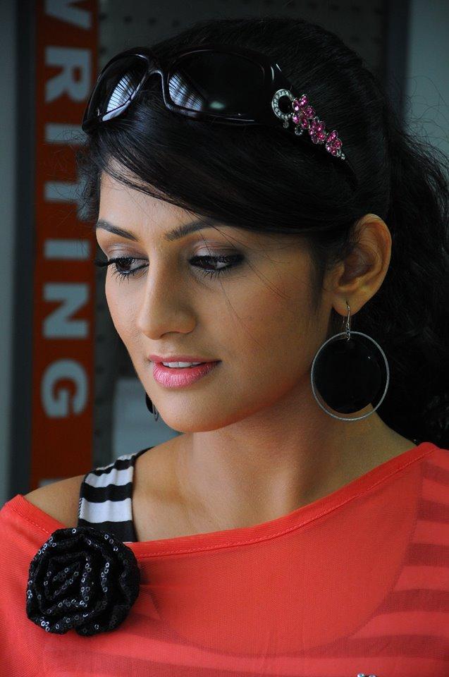 Radhika kumaraswamy hair style pics