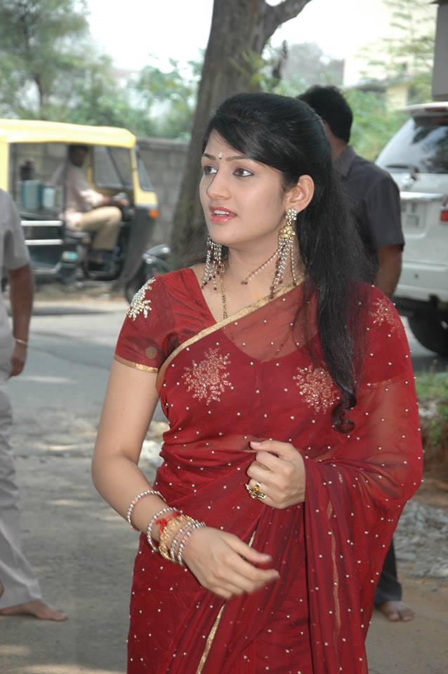 Radhika kumaraswamy saree public photos