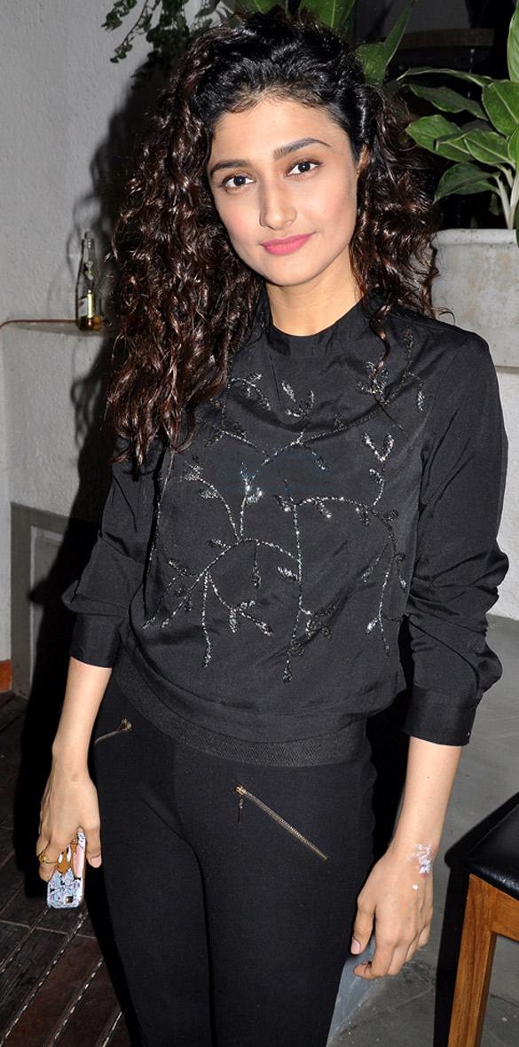 Ragini khanna black dress photos