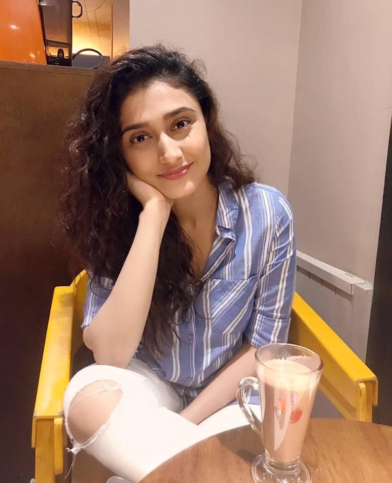 Ragini khanna eating icecrime photos