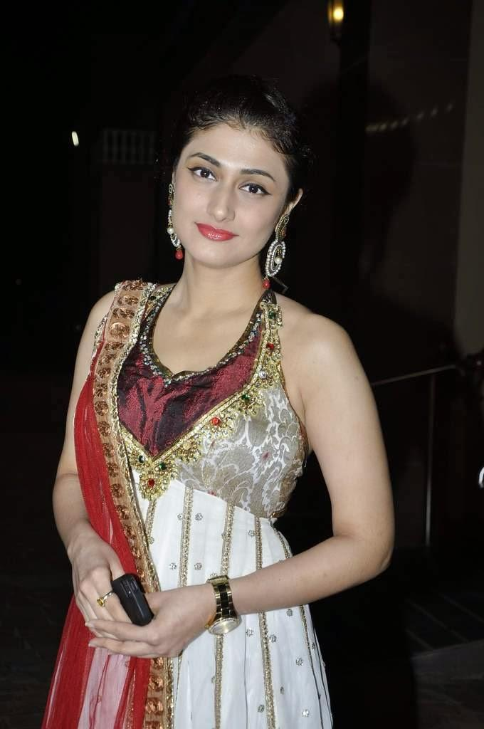 Ragini khanna night in public photos