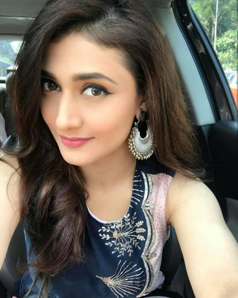 Ragini khanna selfie photos