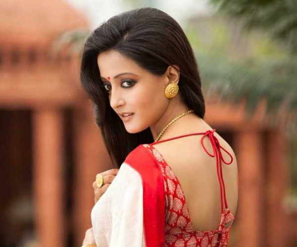 Raima sen saree back side photos