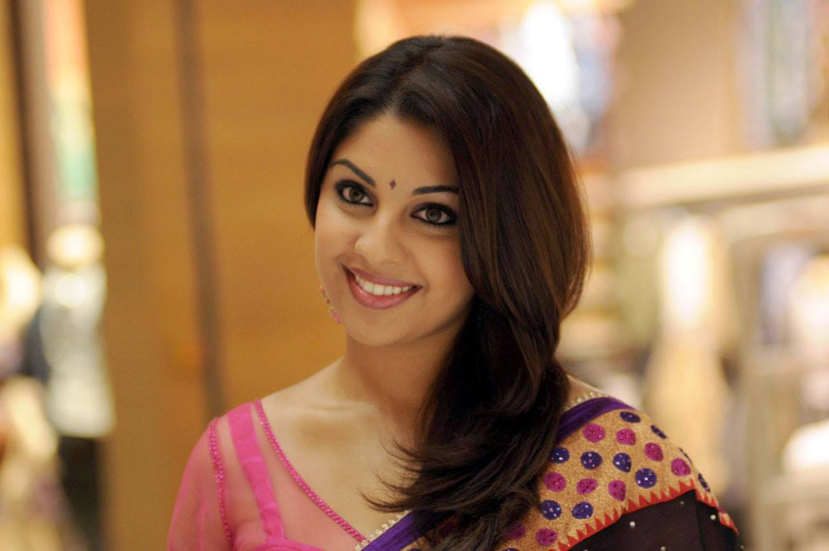 Richa gangopadhyay saree face photos