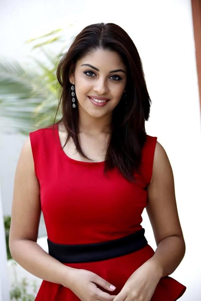 Richa gangopadhyay smile photos