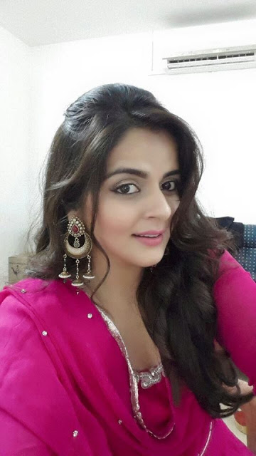 Roma asrani selfie photos