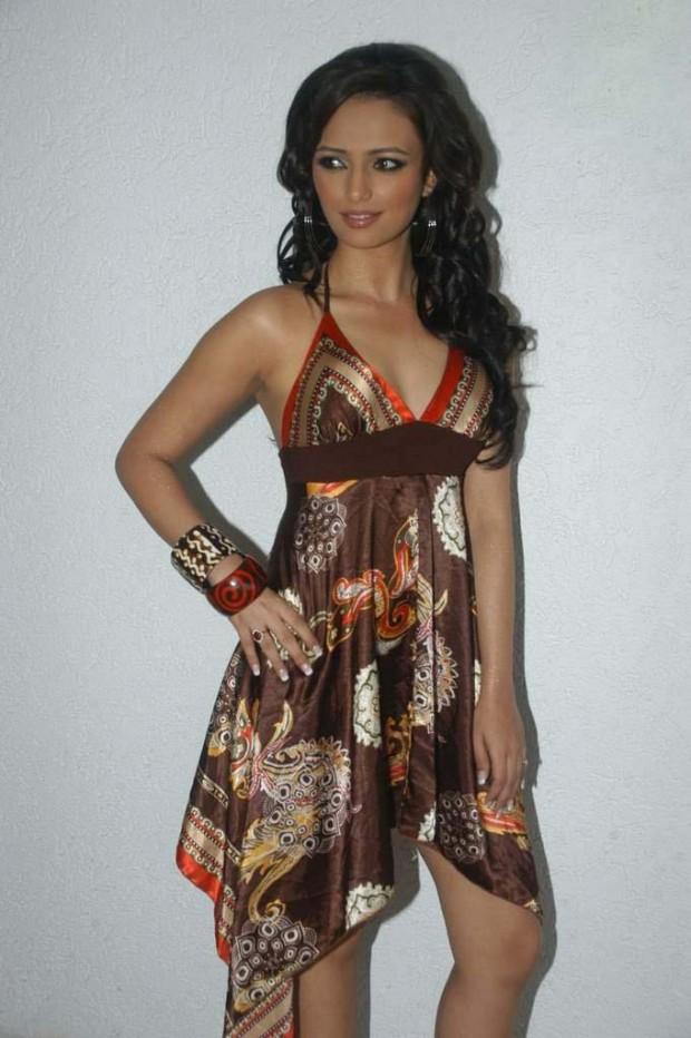 Roshni chopra mini dress pictures