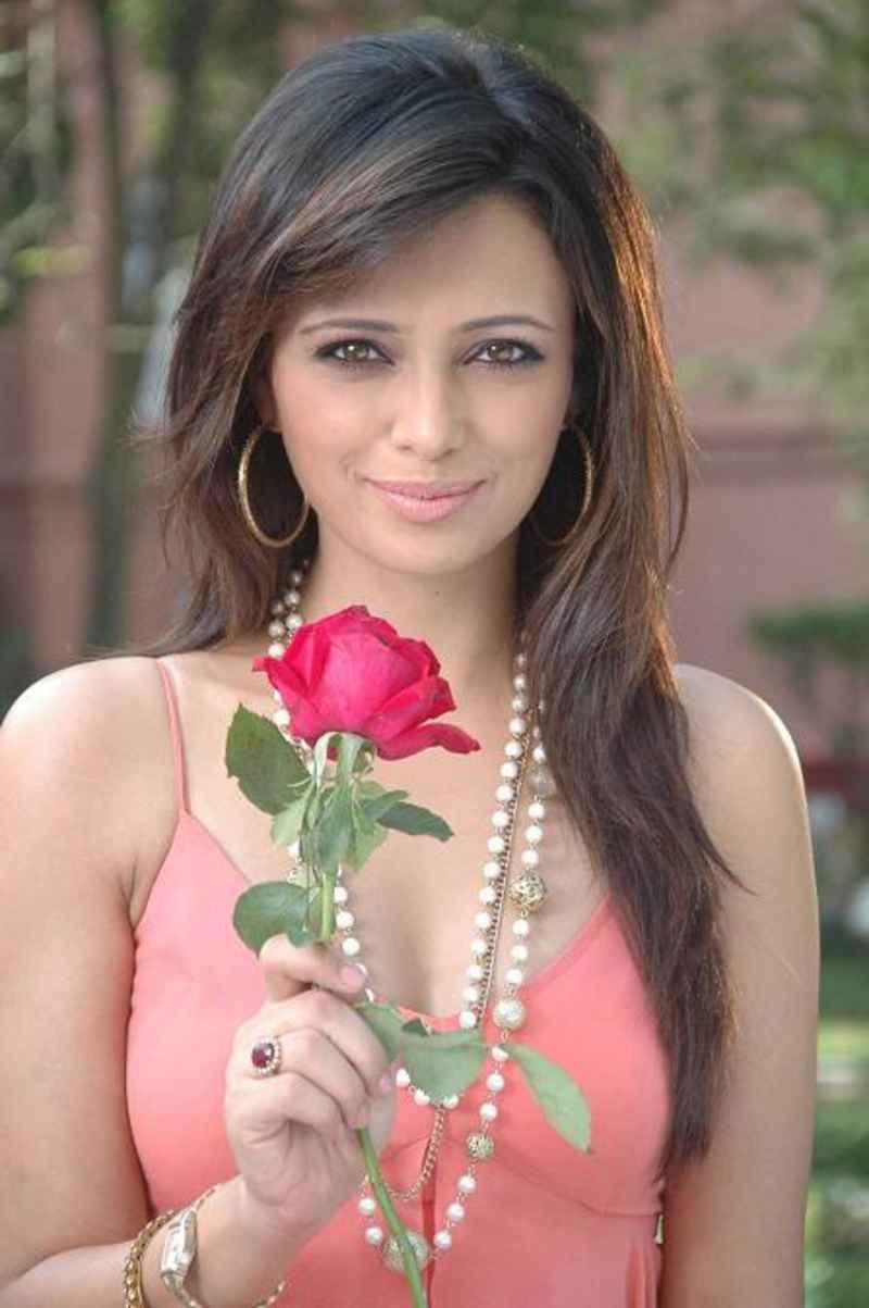 Roshni chopra rose photos
