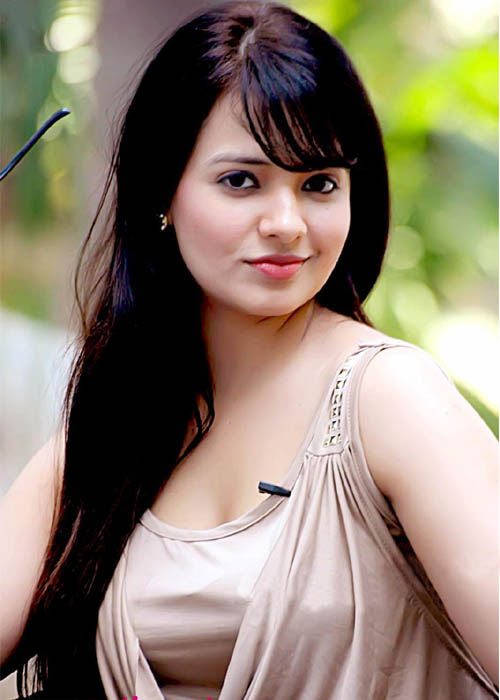 Saloni aswani face photos
