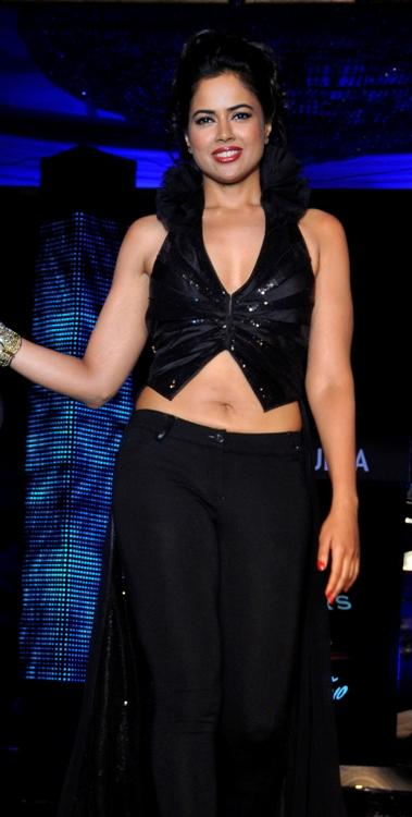 Sameera reddy black dress photos