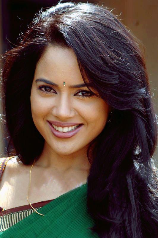 Sameera reddy saree face photos