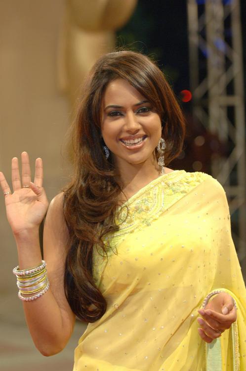 Sameera reddy saree in public photos