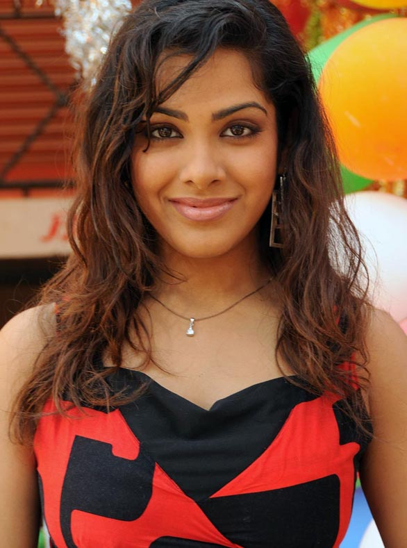 Sandhya face pics