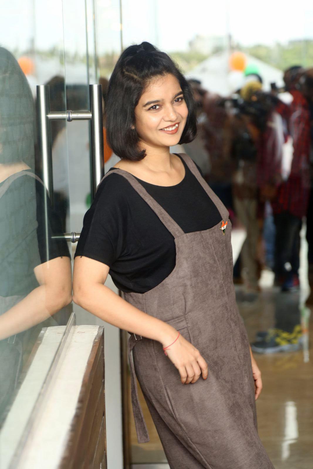 Swathi reddy black dress photoshoot pictures