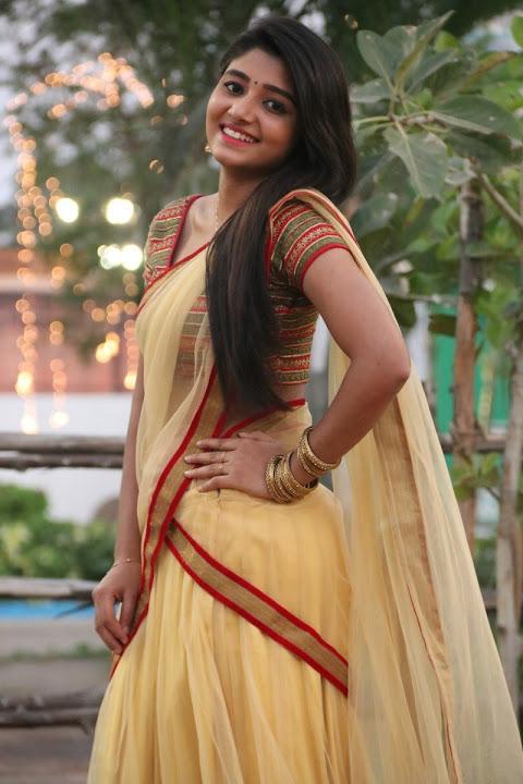 Adithi menon fashion yellow wallpaper