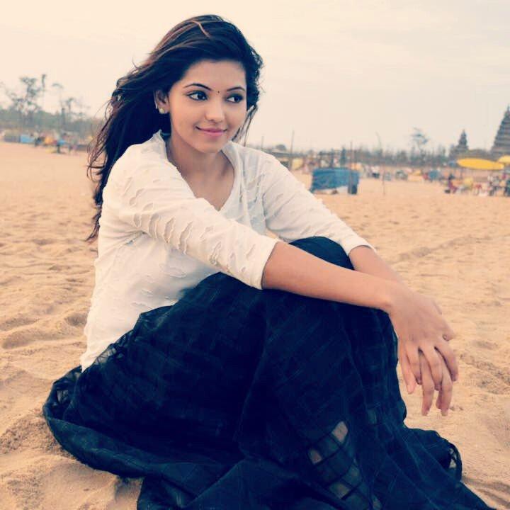 Athulya ravi smile pose pics