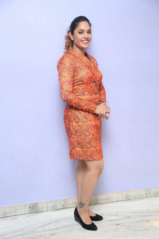 Mumtaz sorcar orange coor dress movie promotion photos