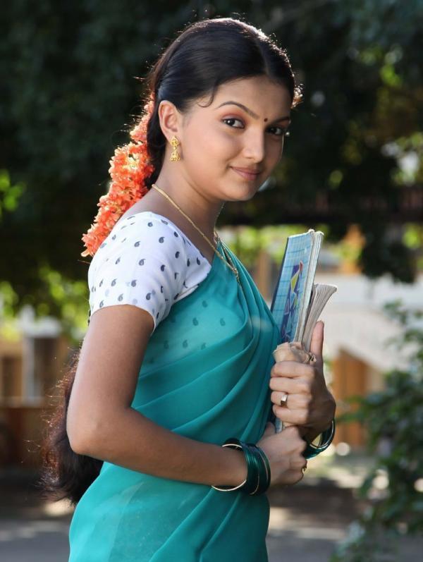 Saranya mohan half saree pictures