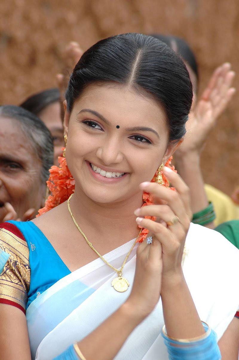 Saranya mohan white half saree photos