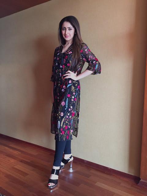 Sayyeshaa saigal actress cute pictures