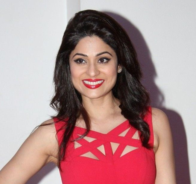 Shamita shetty smile photos