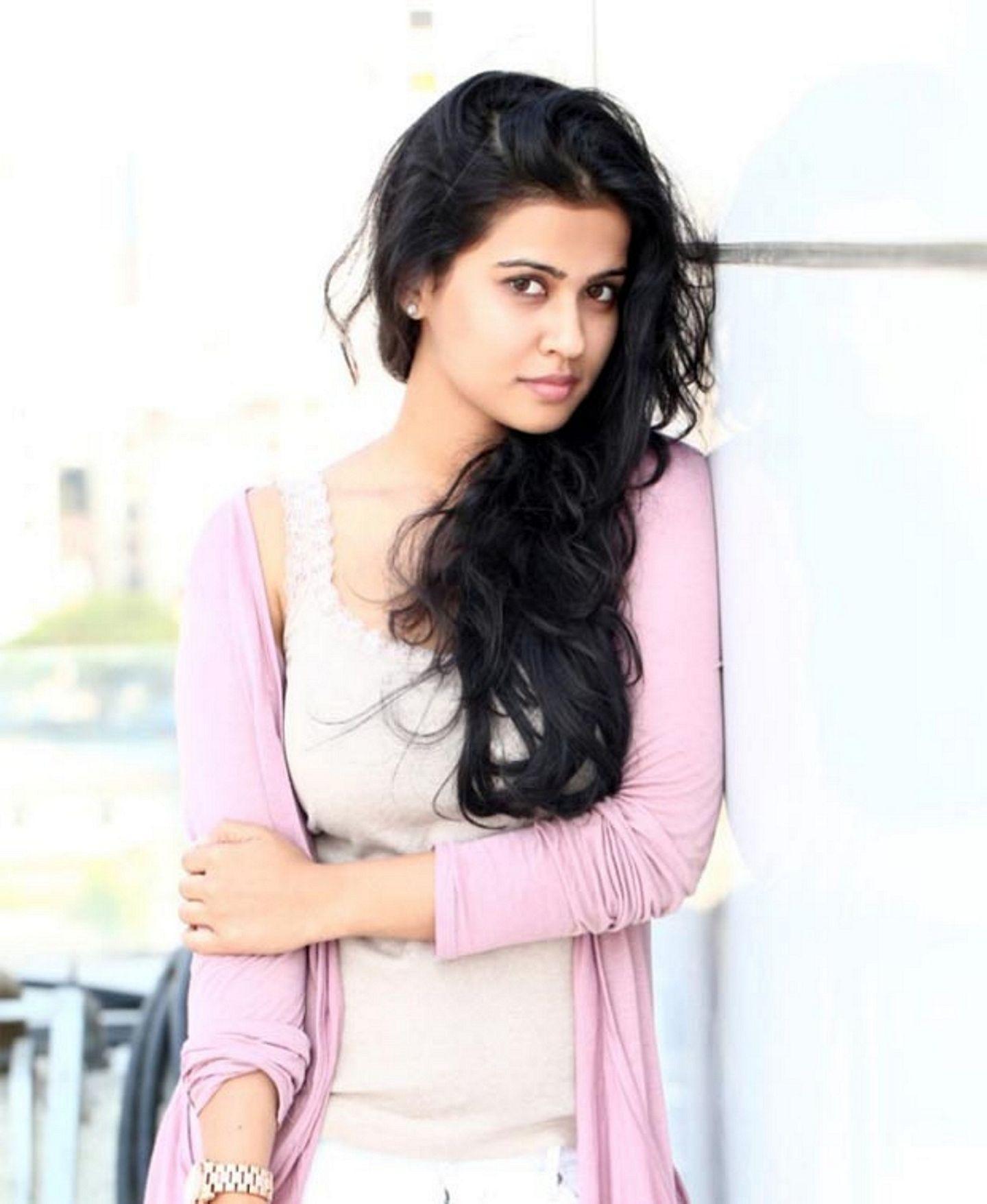 Sharmila mandre romantic look photos