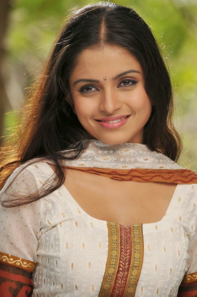 Sheena shahabadi smile photos