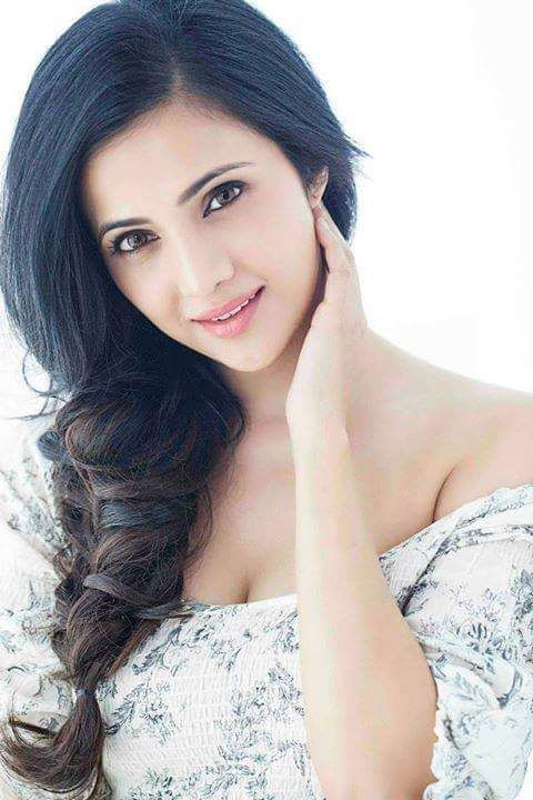 Shilpa anand romantic look pics