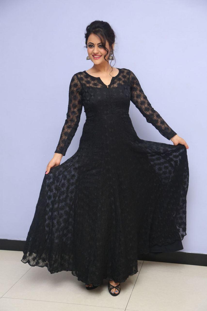 Shruti kanwar black dress pictures