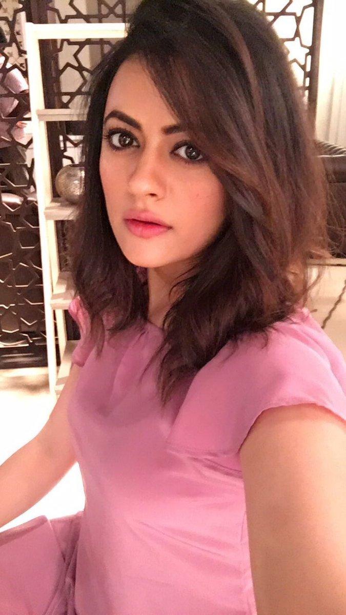 Shruti sodhi selfie photos