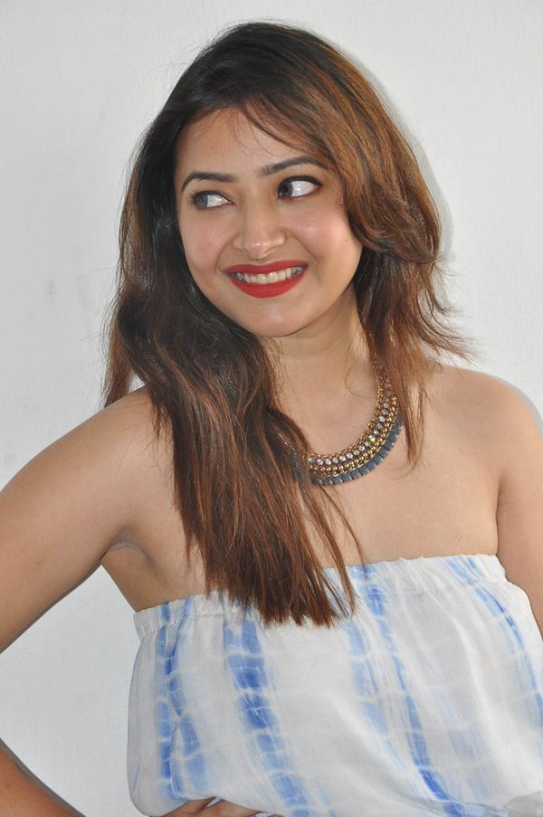 Shweta basu prasad smile photos