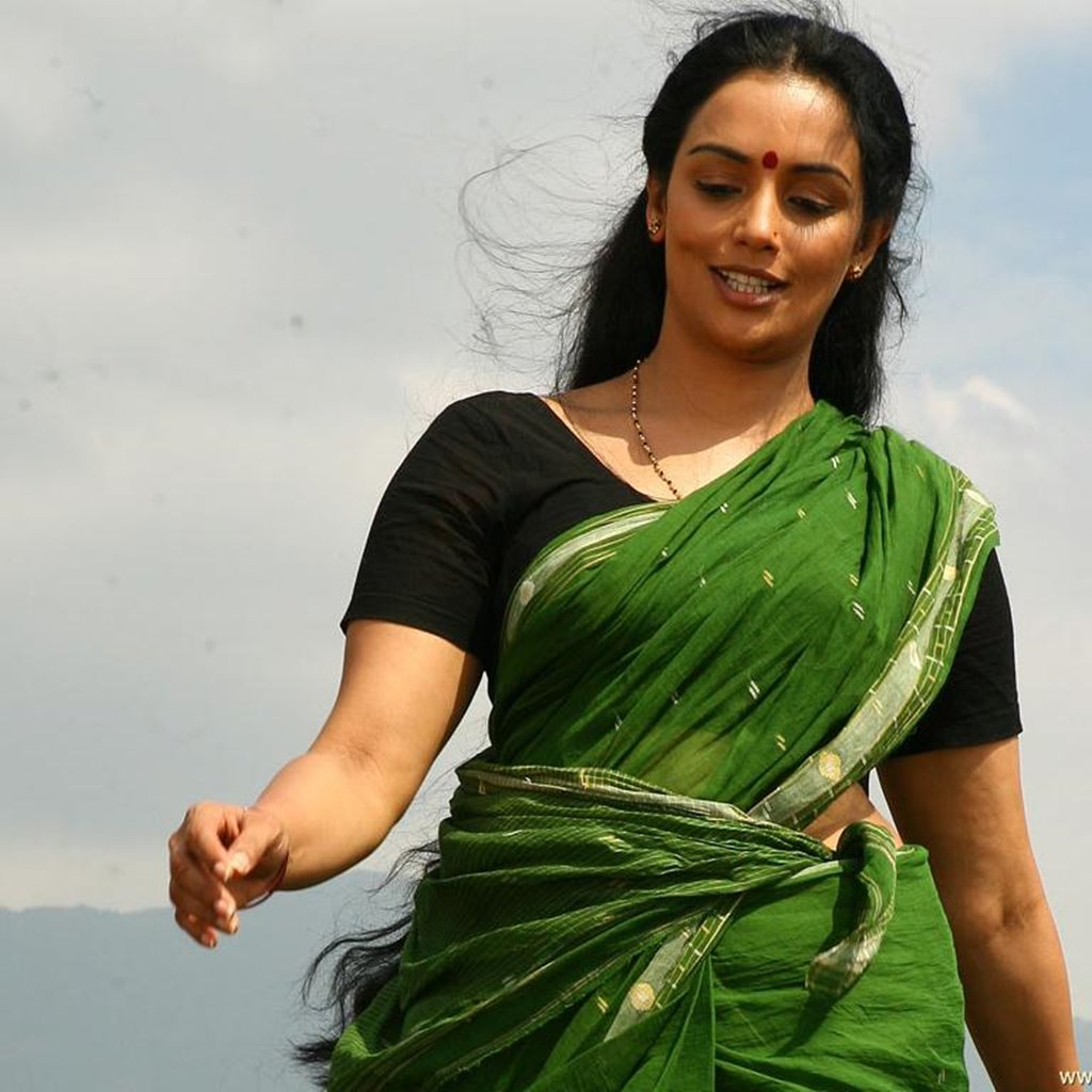 Shweta menon green saree photos